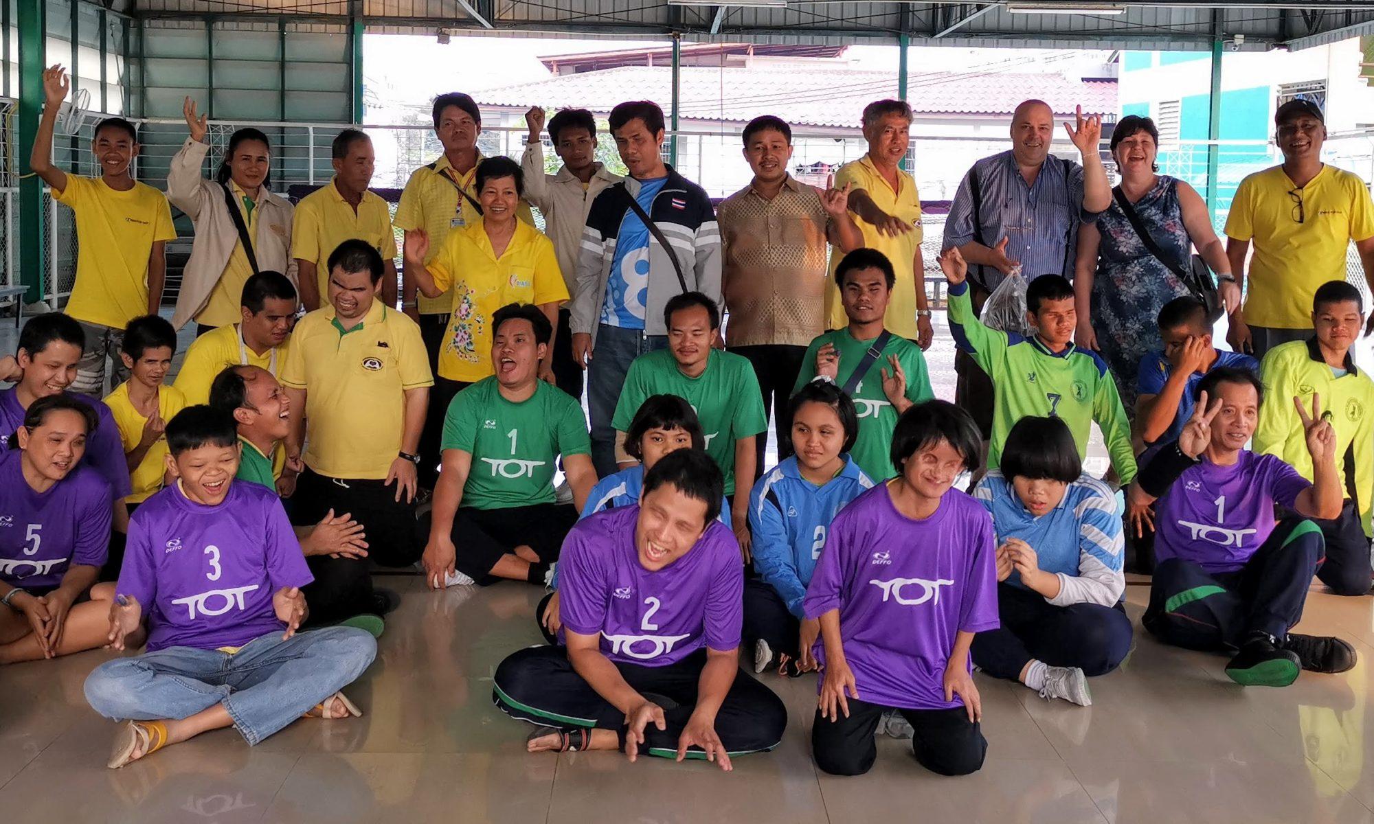 Schülerinnen und Schüler nach dem Turnier in Pattaya